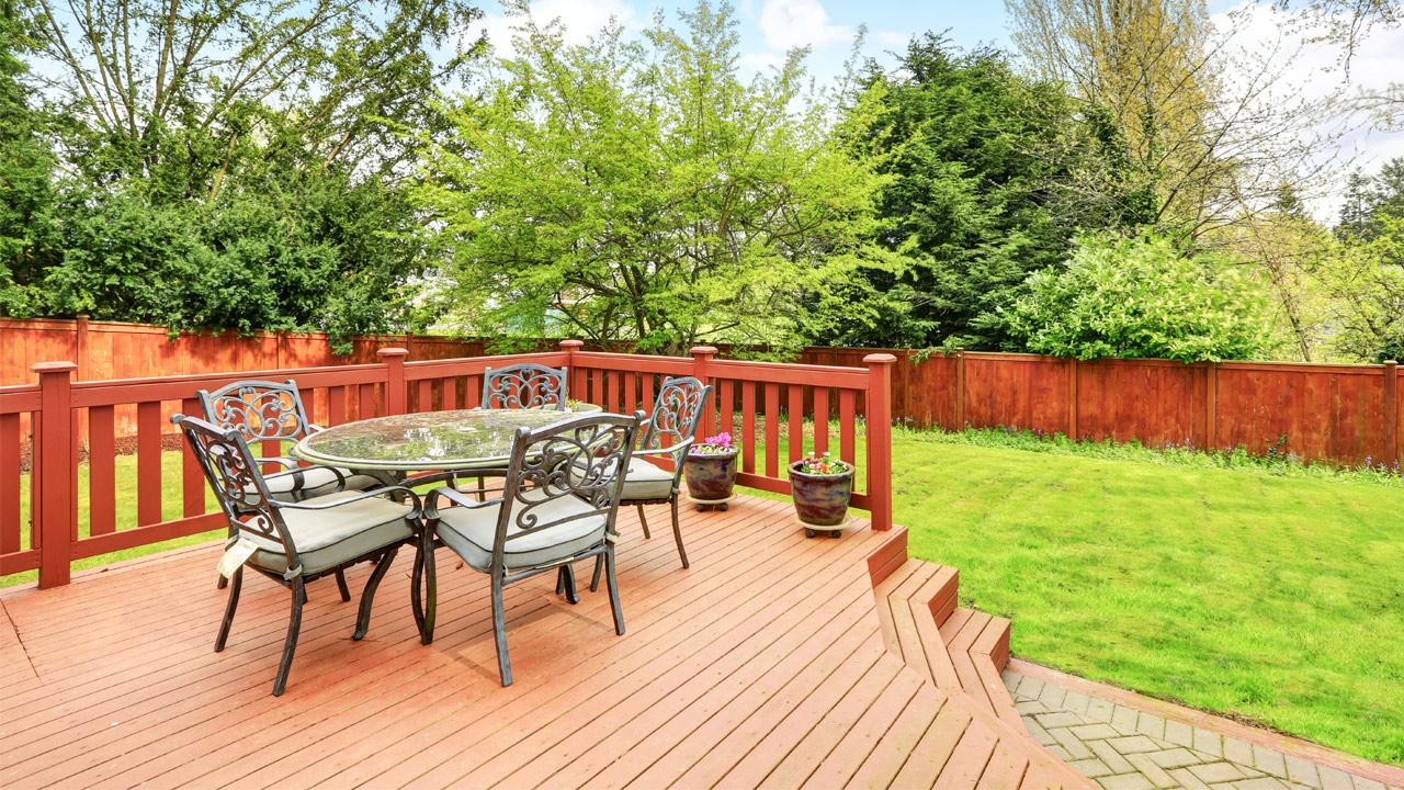 modern decking garden steps outdoor table chairs